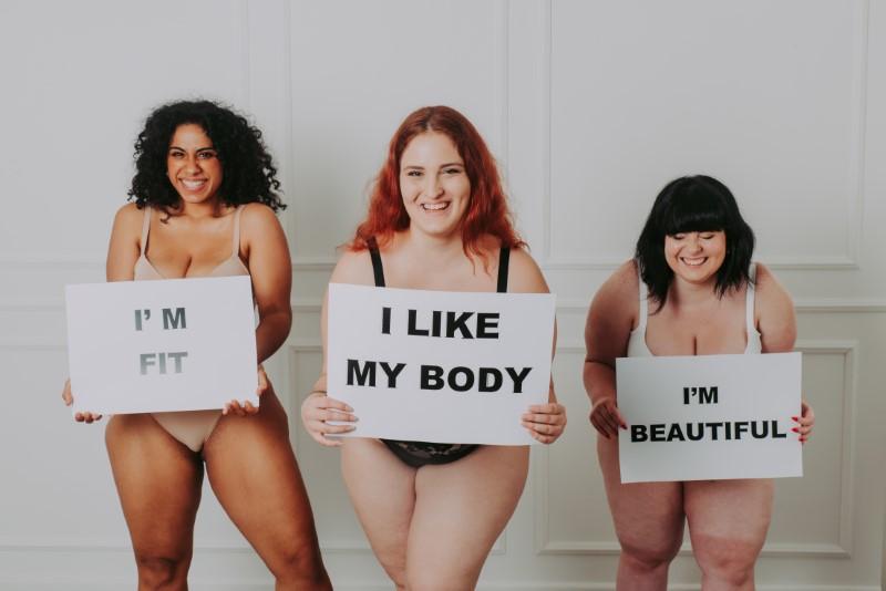 selbstbewusste kräftige Frauen