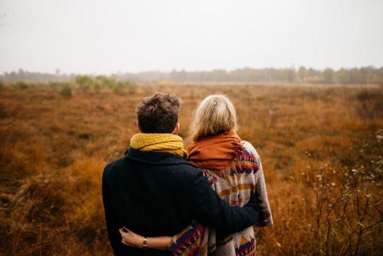 christliches Paar in der Natur