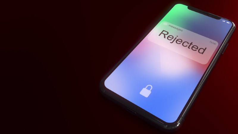 """iPhone mit der Inschrift """"Rejected"""" auf dem Lockscreen"""