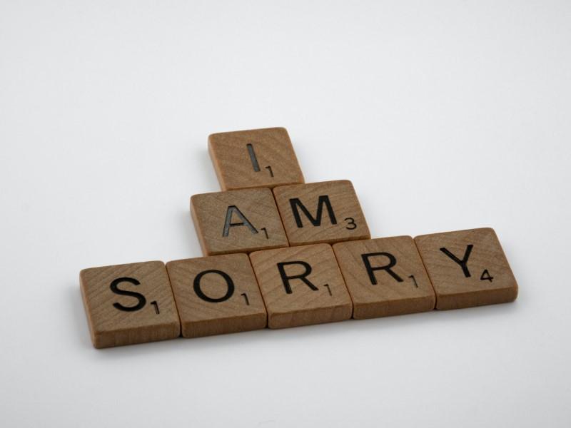 Es tut mir leid, geschrieben mit Scrabble-Buchstaben