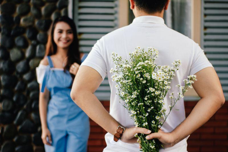 Mann macht seiner christlichen Freundin einen Heiratsantrag