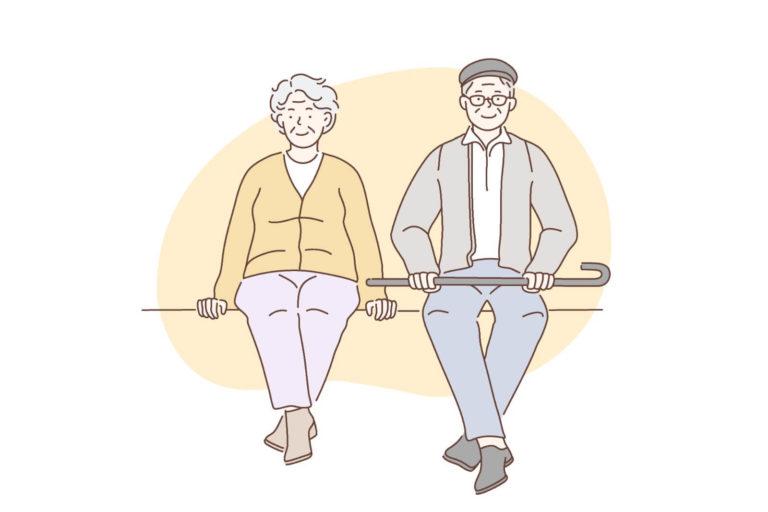 Sitzendes Ehepaar über 60 schaut nach vorne