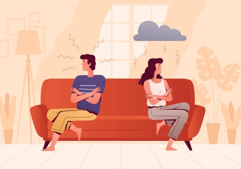 Paar streitet auf der Couch